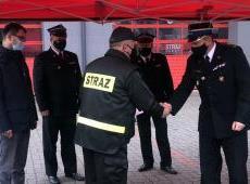 Przekazanie samochodu ratowniczo-gaśniczego dla druhów z Ochotniczej Straży Pożarnej w Korzennej